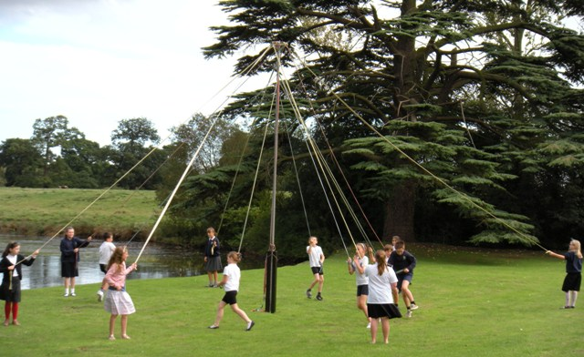 Willoughy school maypole dancers